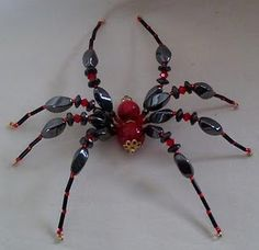 Beaded Spider Tutorial by Kathy L. Shaw: Print the story of the Christmas Spider to go along with the beaded spider. Wire Crafts, Bead Crafts, Jewelry Crafts, Halloween Schmuck, Halloween Jewelry, Halloween Wreaths, Wire Jewelry, Beaded Jewelry, Handmade Jewelry