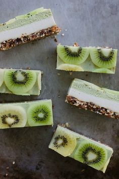 my darling lemon thyme: (almost) raw kiwifruit + ginger 'cheesecake' Vegan GF Raw Vegan Desserts, Vegan Treats, Raw Food Recipes, Delicious Desserts, Dessert Recipes, Cooking Recipes, Yummy Food, Healthy Recipes, Health Desserts