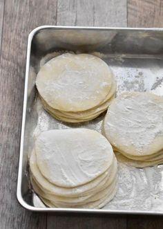 これさえあればご機嫌♡手作り餃子の皮 by MARI's 「写真がきれい」×「つくりやすい」×「美味しい」お料理と出会えるレシピサイト「Nadia | ナディア」プロの料理を無料で検索。実用的な節約簡単レシピからおもてなしレシピまで。有名レシピブロガーの料理動画も満載!お気に入りのレシピが保存できるSNS。
