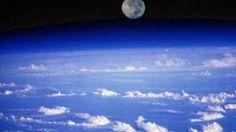 Salto da estratosfera. Félix Baumgartner bate recorde do maior salto em queda livre