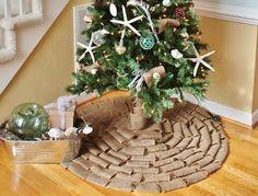 No sew burlap Christmas tree skirt | Solountip.com