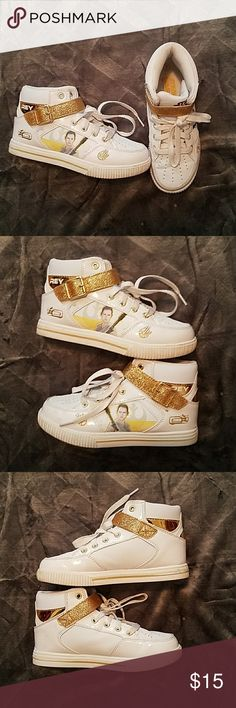 Girls Star wars sneakers size 2 Worn a few times, in good used condition, smoke-free and pet-free home, lots of wear left in these Star Wars Shoes Sneakers
