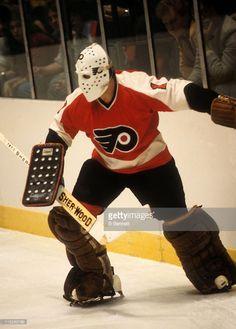 goalie-bernie-parent-of-the-philadelphia-flyers-plays-the-puck-from-picture-id115263786 (734×1024) Hockey Sport, Ice Hockey Teams, Hockey Goalie, Hockey Players, Bernie Parent, Gal Gadot Wonder Woman, Goalie Mask, Cool Masks, Sports Figures