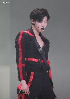 Stage Outfit, Yuehua Entertainment, Korean Boy Bands, K Idol, Famous Men, Having A Crush, Fandom, Asian Boys, Kpop Boy