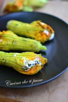 Fiori di zucca ripieni cotti al vapore, un goloso e light antipasto stagionale ripieno di gustosa ricotta e zucchine che farà impazzire tutti a casa!