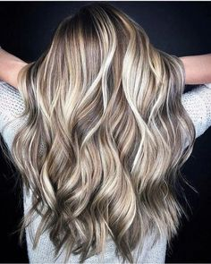 20 best ultra flirty blonde hairstyles you have to try in 2019 02 - HAIR - Hair Color Blonde Hair With Highlights, Brown Blonde Hair, Hair Color Balayage, Ombre Hair, Fall Blonde Hair Color, Hair Dye, Low Lights And Highlights, Blond Hair Colors, Haircolor