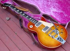 1959 Sunburst with bigsby tremolo unit. Not such a fan myself but a cool guitar. Lovely figuring in the maple top.
