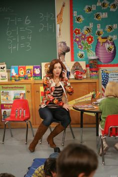 My favorite outfit so far from Lily Aldrin. Teacher Outfits, Teacher Wardrobe, Teacher Clothes, Lily Aldrin, How Met Your Mother, Movie Inspired Outfits, Professional Wardrobe, Himym, Alyson Hannigan
