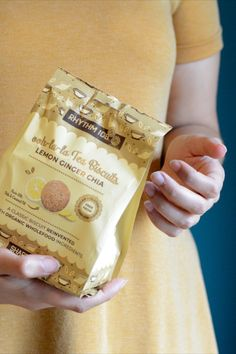 Real lemon zest subtly cut with fine ginger, balanced with oats and chia seeds for that extra crunch – this bag is perfect to share with a loved one. Chocolate Hazelnut, Mini Chocolate Chips, Tea Biscuits, Filled Cookies, Snack Bar, Chia Seeds, Glutenfree, Bakery, Lemon