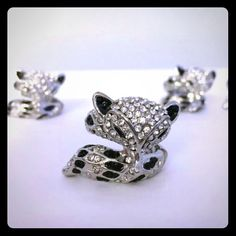 1 Cute Stretch Fox Ring! 1 Cute Fox Stretch Ring  New without tags Will come in a little ring box! Rhodium plating  Jet and crystal stones  A comfortable fit for ring sizes 7 thru 10! Jewelry Rings