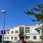Peníze na obnovu nejsou. Město se pokusí kulturní dům Peklo prodat Bude, Multi Story Building