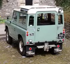Land Rover 88 Serie III Sw Safari Top. Rear view