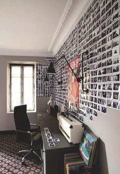 Une chambre d'adolescent avec bureau dans une maison bourgeoise à Paris. Plus de photos sur Côté Maison http://petitlien.fr/7slz