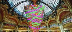 Un sapin à l'envers et des monstres aux Galeries Lafayette pour Noël