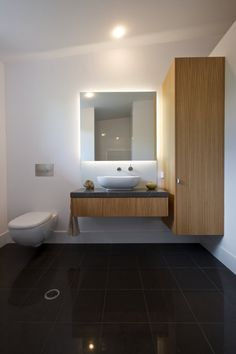 The East House is located in Byron Bay, Australia. It's a modern beachside residence and it was designed by Built-Environment Practice. Beautiful Bathrooms, Modern Bathroom, Beautiful Interiors, Beautiful Homes, Contemporary Beach House, Beach Bathrooms, Wood Interiors, House Entrance, Interior Architecture