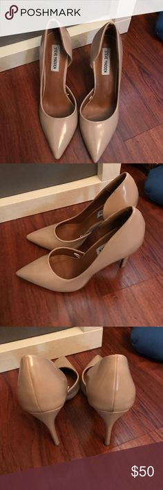 Steve Madden Nude pumps  In great conditions no scuffs in a nude with a gloss finish.. only worn twice! Steve Madden Shoes Heels