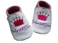 Krabbelschuhe, Modell Prinzessin  aus sehr hochwertigem und weichem  Leder.    Gerade zur Geburt oder Taufe sind bestickte Schuhe ein einmaliges ga...