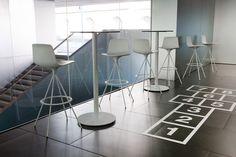 Taburete Lottus de Ene Contract.  Diseño : Lievore Altherr Molina.  Muebles de diseño.