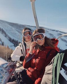 SUNDANCE FILM FESTIVAL 2019 - TAKE AIM : Sundance 2019 - Take Aim michelle-madsen-take-aim-x-brittany-xavier-fashionable-mountain-gear I just got back from Utah yesterday where I went with Canada Goose to attend the Sundance Film Festival Best Friend Pictures, Friend Photos, Ski And Snowboard, Snowboarding, Ski Ski, Mode Au Ski, Chalet Girl, Ski Girl, Snow Pictures