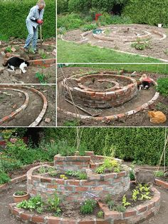 Personalize the garden: create herb garden Instructions Food and dishes always taste better when they are flavored with herbs. Of course you can buy herbs. Herb Garden Pallet, Herb Garden Design, Diy Herb Garden, Garden Beds, Vegetable Garden, Spiral Garden, Herb Spiral, Rosemary Plant, Outdoor Pergola