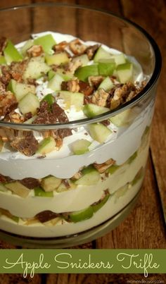 Delicious Apple Snickers Dessert Trifle - a super easy & delicious no bake dessert! via Dessert Dessert Trifle Desserts, No Bake Desserts, Easy Desserts, Delicious Desserts, Dessert Recipes, Yummy Food, Dessert Trifles, Dessert Healthy, Healthier Desserts