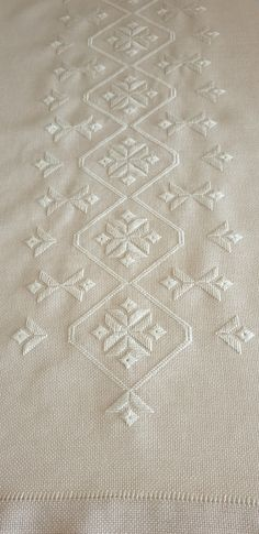 Sewing Blouses, Hardanger Embroidery, Bargello, Rococo, Diy And Crafts, Projects To Try, Jewelry Making, Stitch, Christmas Ornaments