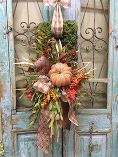 Front Door Decor, Wreaths For Front Door, Front Doors, Door Wreaths, Halloween Door Decorations, Thanksgiving Decorations, Holiday Decorations, Wreath Crafts, Wreath Ideas