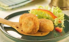 Las croquetas arroz se preparan de una forma muy fácil y rápida, inclusive se pueden comer tanto calientes como frías, se puede tener en cuenta para ser un plato principal como para ser parte de un copetín o snack en una cena o fiesta.