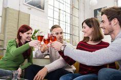 Varaudu yllätysvieraisiin: 8 asiaa, joita kannattaa pitää kaapissa vieraiden varalta