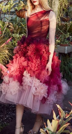 Absolutely stunning and gorgeous! The gowns, the embroidery art kills us. That Marchesa pre-fall 2019 collection is spectacular. We love how unique and detailed each dress is. Marchesa, Couture Mode, Couture Fashion, Runway Fashion, Fashion Moda, Gypsy Fashion, Fashion Looks, Couture Dresses, Fashion Dresses