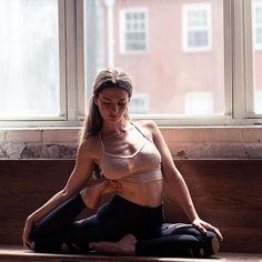 Trust yourself. #yoga #onebreathatatime Photo by @azkosber Wearing @aloyoga #aloyoga #beagoddess