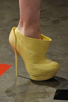Sapato Alexandre Herchcovitch. Mais acessórios: http://abr.io/2FaL | Fotos Fotosite