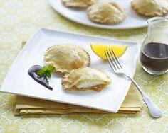 Empanadillas con naranja y salsa de chocolate