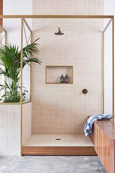 Práctica hornacina en la ducha.