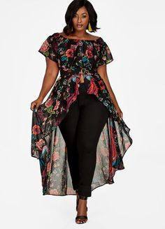 Top off your outfit with this fierce plus size printed duster detailed with an off-the shoulder silhouette and pretty print.Plus size measures Thick Girl Fashion, Curvy Fashion, Plus Size Fashion, Fashion Top, Belted Dress, I Dress, Striped Dress, Dresses For Teens, Plus Size Dresses