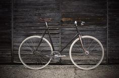 Trendy Fixie Bike Vintage Fixed Gear Bicycles 28 Ideas Dirt Bike Room, Dirt Bike Girl, Vintage Cycles, Vintage Bikes, Liberia, New Dirt Bikes, Build A Bike, Retro Bicycle, Fixed Gear Bicycle