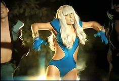 Lady Gaga in Funny Style Poker Face, Crazy Outfits, Cool Outfits, Amazing Outfits, Lady Gaga Music Videos, Pop Star Costumes, Pop Star Party, Lady Gaga Outfits, Meat Dress