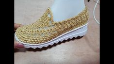 Crochet Boots Pattern, Crochet Shoes, Spring Boots, Hand Embroidery Videos, Black Jewelry, Crochet Videos, Slippers, Knitting, Ciabatta