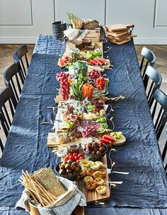 A no-cook holiday dinner party - IKEA Brunch Buffet, Party Buffet, Snacks Für Party, Food Platters, Easter Brunch, Holiday Dinner, Winter Food, Food Presentation, Tapas
