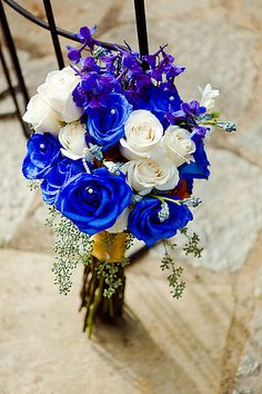I love this color of blue right now. It would be amazing to get a bouquet like this.