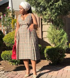 Ke rile ge ke gopola mo Modimo a ntšerego gona. African Wear Dresses, Ankara Dress Styles, African Attire, African Fashion Traditional, Traditional Outfits, Afro, Shweshwe Dresses, African Print Fashion, Beautiful Dresses