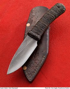 """I like the rugged, """"used steel"""" look of this knife. Great shape too. Belt Knife, Knife Handles, Knife Sheath, Cool Knives, Knives And Tools, Knives And Swords, Bushcraft Knives, Tactical Knives, Knife Patterns"""
