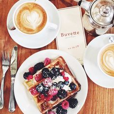 A little bite of Paris in NYC... because brunch is a must, no matter where we are #MJPiecesofParis @ Buvette