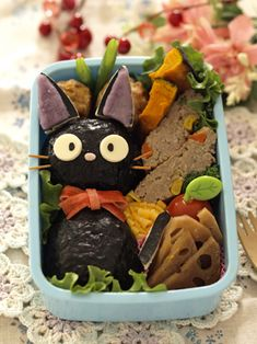 Jiji onigiri bento   Kawaii! I love nekos, maybe I should try to make a bento with neko design this summer!
