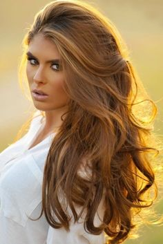 Beautiful wavy, bouncy, brown hair. Perfect hairstyle for long locks. AND her makeup is gorgeous! Dark eyes & light pink lip.