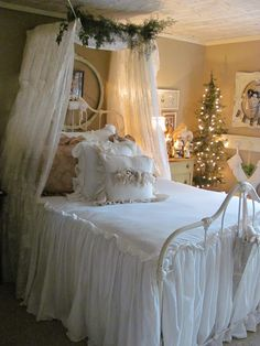 ❥ Holiday Bed~ Ann Perry's Open House...