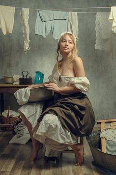 Mysterious Semblance at the strand of Nightmares Woman Painting, Figure Painting, L'art Du Portrait, Portraits, Arte Obscura, Retro Mode, Photo D Art, Art Graphique, Fine Art