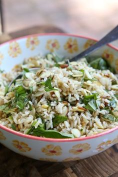 This Toasted Almond Herbed Brown Rice makes an great summer side dish - packed with fresh flavor and crunch! Side Dish Recipes, Rice Recipes, New Recipes, Cooking Recipes, Favorite Recipes, Healthy Recipes, Recipies, Clean Eating, Healthy Eating