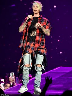 'He was serving two hams': Bette Midler jokes about naked Bieber photo Justin Bieber Boyfriend, Justin Bieber 2015, Justin Bieber Outfits, Justin Bieber Posters, Justin Bieber Style, Justin Bieber Photos, Justin Bieber Wallpaper, Justin Love, Justin Hailey
