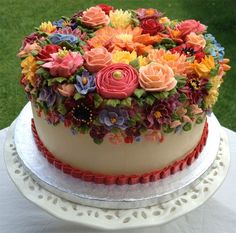 Elaborate buttercream floral cake in reds & oranges Flores Buttercream, Buttercream Flower Cake, Gorgeous Cakes, Pretty Cakes, Amazing Cakes, Bolo Floral, Floral Cake, Super Torte, Rodjendanske Torte